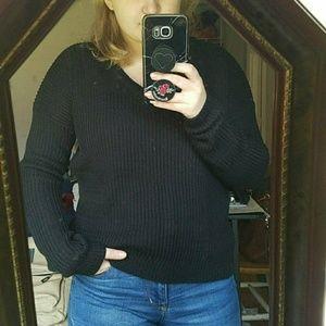 V-neck POOF! Sweater 🌷